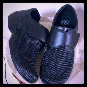 Men's Propet black utility shoes sz 11
